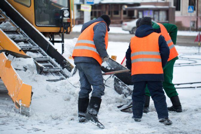 snow shoveling techniques to avoid back pain